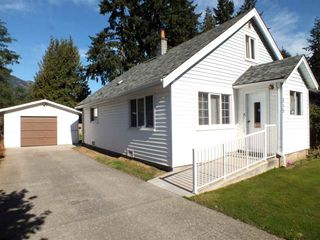 Photo 1: 515 COMMISSION Street in Hope: Hope Center House for sale : MLS®# R2478226