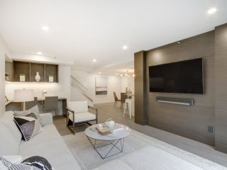 Photo 1: 201 289 DRAKE STREET in Vancouver: Yaletown Townhouse for sale (Vancouver West)