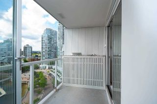 """Photo 5: 1602 1077 MARINASIDE Crescent in Vancouver: Yaletown Condo for sale in """"Marinaside Resort Residences"""" (Vancouver West)  : MLS®# R2592823"""