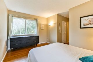 """Photo 11: 6187 E GREENSIDE Drive in Surrey: Cloverdale BC Townhouse for sale in """"Greenside Estates"""" (Cloverdale)  : MLS®# R2237894"""