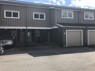"""Photo 1: 3 39752 GOVERNMENT Road in Squamish: Northyards Townhouse for sale in """"MOUNTAINVIEW MANOR"""" : MLS®# R2162681"""