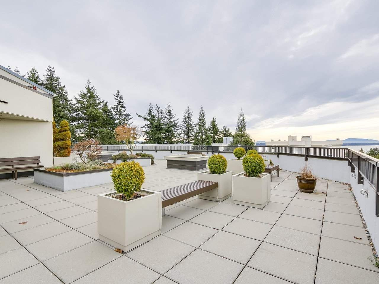 """Photo 13: Photos: 304 1480 FOSTER Street: White Rock Condo for sale in """"White Rock Square 1"""" (South Surrey White Rock)  : MLS®# R2231627"""