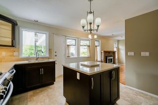 """Photo 16: 6165 NORTHPARK Place in Surrey: Panorama Ridge House for sale in """"Boundary Park"""" : MLS®# R2381145"""
