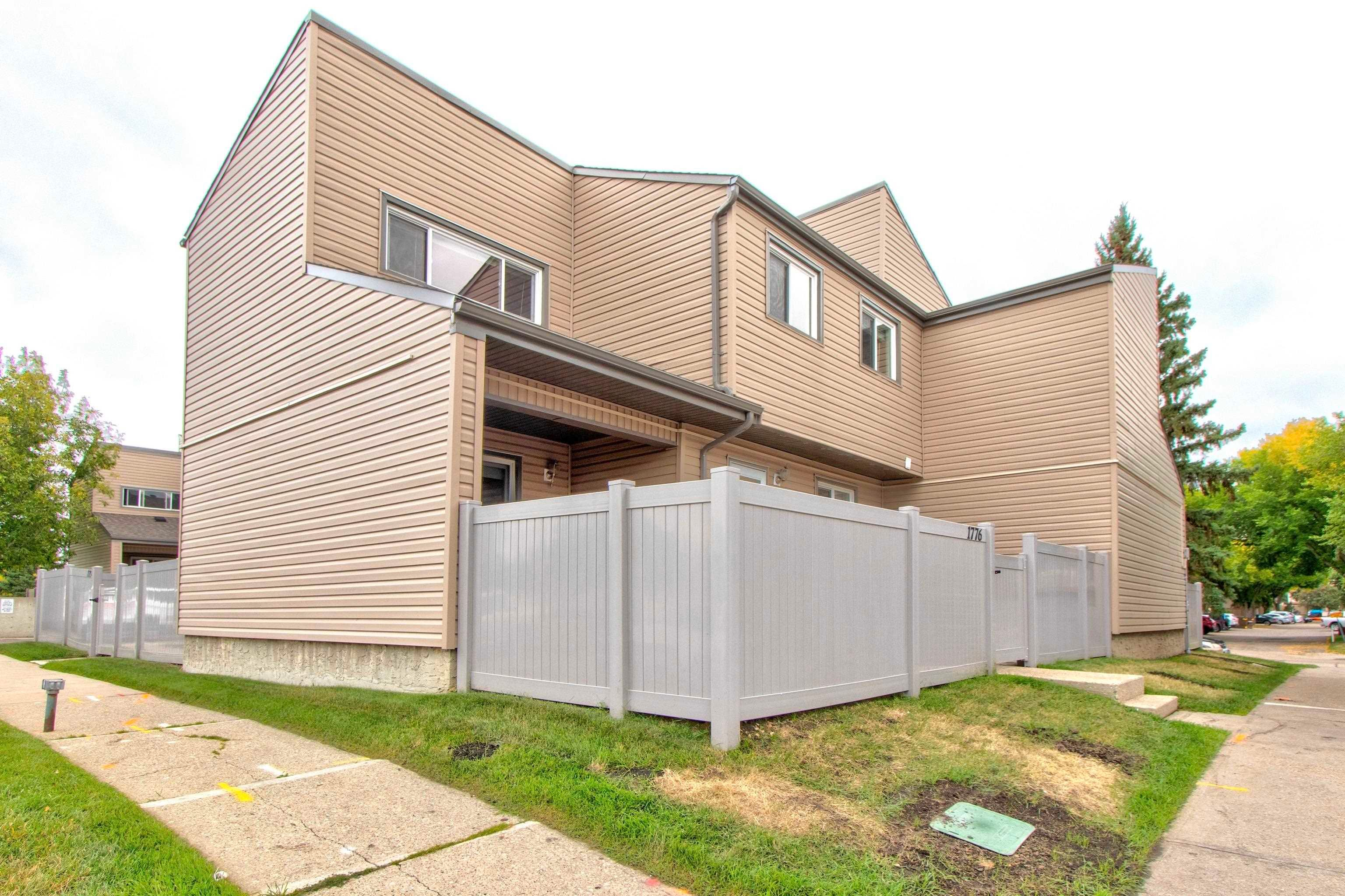 Main Photo: 1776 LAKEWOOD Road S in Edmonton: Zone 29 Townhouse for sale : MLS®# E4262942
