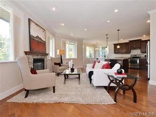 Photo 2: 2190 Stone Gate in VICTORIA: La Bear Mountain House for sale (Langford)  : MLS®# 742142