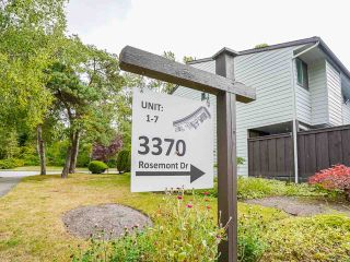 """Photo 2: 3 3370 ROSEMONT Drive in Vancouver: Champlain Heights Townhouse for sale in """"ASPENWOOD"""" (Vancouver East)  : MLS®# R2493440"""