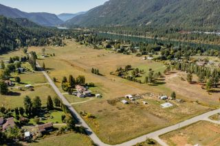 Photo 1: 957 DIVISION ROAD in Castlegar: Vacant Land for sale : MLS®# 2461253