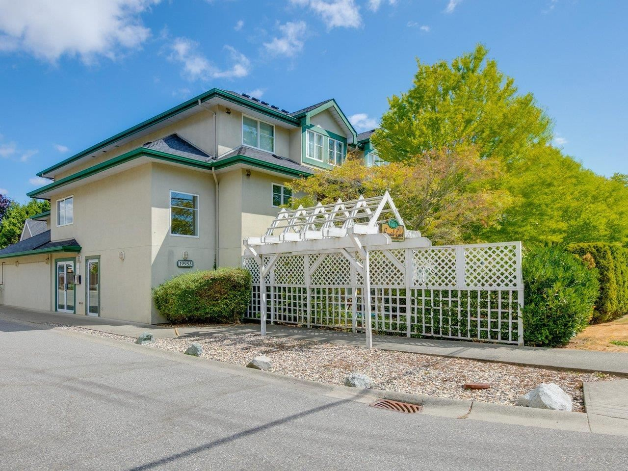 Main Photo: 209 19953 55A Avenue in Langley: Langley City Condo for sale : MLS®# R2603650