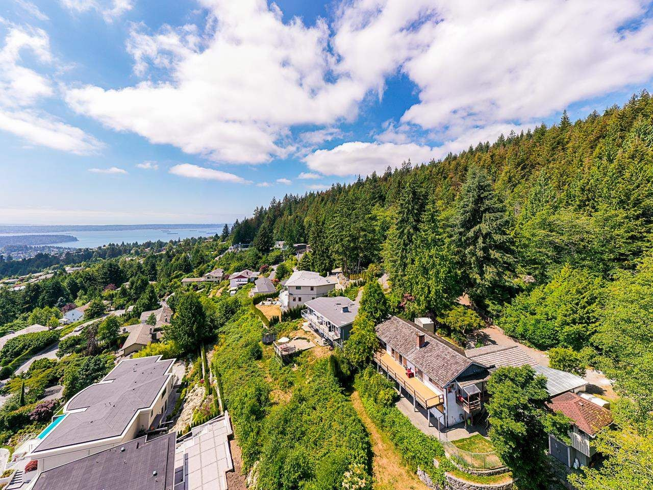 Main Photo: 561 KILDONAN Road in West Vancouver: Glenmore House for sale : MLS®# R2604216