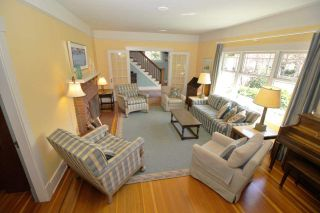 Photo 2: 221 ST. PATRICK Street in New Westminster: Queens Park House for sale : MLS®# R2359081