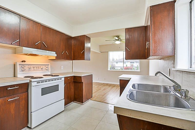 Photo 10: Photos: 46202 BROOKS Avenue in Chilliwack: Chilliwack E Young-Yale House for sale : MLS®# R2216123