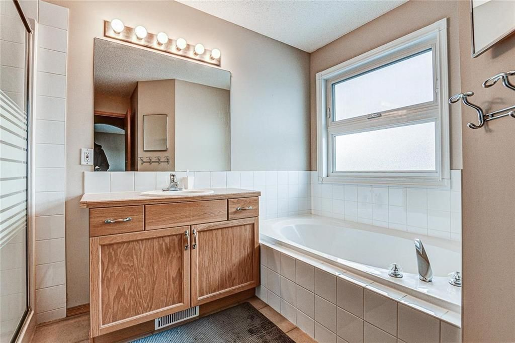 Photo 19: Photos: 25 THORNLEIGH Way SE: Airdrie Detached for sale : MLS®# C4282676