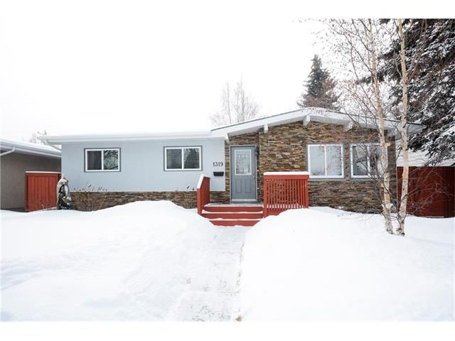 Main Photo: 1319 NORTHMOUNT Drive NW in Calgary: Brentwood House for sale : MLS®# C4103823