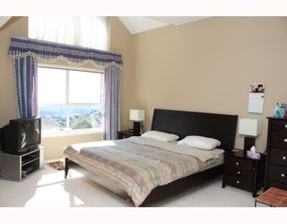 """Photo 8: 224 1465 PARKWAY Boulevard in Coquitlam: Westwood Plateau Townhouse for sale in """"SILVER OAKS"""" : MLS®# V787781"""