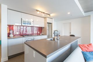 """Photo 3: 1203 108 W CORDOVA Street in Vancouver: Downtown VW Condo for sale in """"Woodwards W32"""" (Vancouver West)  : MLS®# R2322561"""