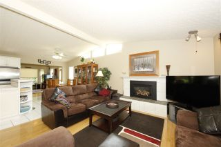 """Photo 3: 41532 RAE Road in Squamish: Brackendale House for sale in """"Brackendale"""" : MLS®# R2133343"""