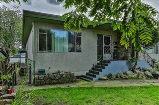 Photo 2: 92-94 GLOVER Avenue in New Westminster: GlenBrooke North Duplex for sale : MLS®# R2499483