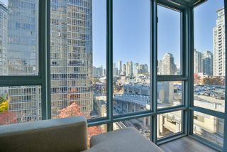 "Photo 17: 903 930 CAMBIE Street in Vancouver: Yaletown Condo for sale in ""PACIFIC PLACE LANDMARK II"" (Vancouver West)  : MLS®# R2422191"