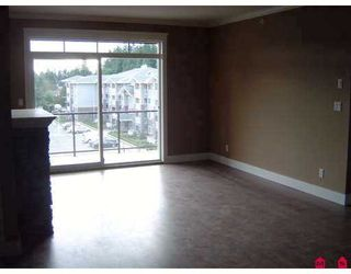 "Photo 5: 33338 MAYFAIR Ave in Abbotsford: Central Abbotsford Condo for sale in ""The Sterling"" : MLS®# F2703610"