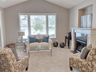 Photo 6: 1065 Violet Ave in VICTORIA: SW Strawberry Vale House for sale (Saanich West)  : MLS®# 807244