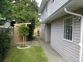 Photo 2: 2732 Claude Rd in Victoria: Residential for sale : MLS®# 277962