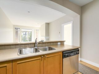 "Photo 12: 311 2280 WESBROOK Mall in Vancouver: University VW Condo for sale in ""KEATS HALL"" (Vancouver West)  : MLS®# R2193319"
