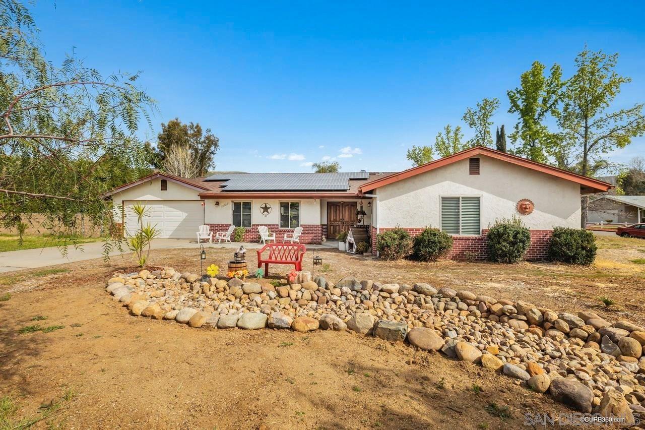 Main Photo: RAMONA House for sale : 3 bedrooms : 23526 Bassett Way