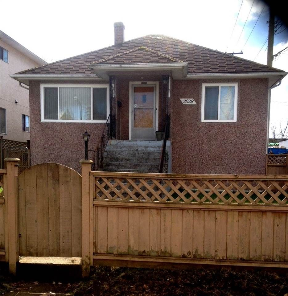 Main Photo: 2028 E 42ND AVENUE in Vancouver: Killarney VE House for sale (Vancouver East)  : MLS®# R2045582
