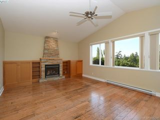 Photo 2: 525 Caselton Pl in VICTORIA: SW Royal Oak House for sale (Saanich West)  : MLS®# 838870