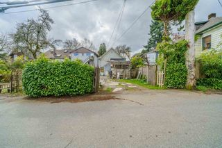 Photo 3: 917 E 10TH Avenue in Vancouver: Mount Pleasant VE House for sale (Vancouver East)  : MLS®# R2564337