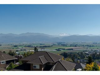 "Photo 2: 35976 EMPRESS Drive in Abbotsford: Abbotsford East House for sale in ""Regal Peak Estates"" : MLS®# R2109654"