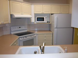"""Photo 9: 307 3621 W 26TH Avenue in Vancouver: Dunbar Condo for sale in """"Dunbar House"""" (Vancouver West)  : MLS®# R2390860"""