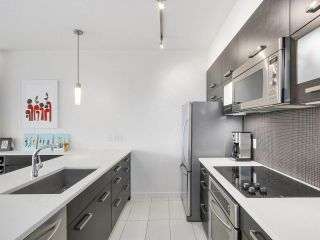 """Photo 3: 403 3333 MAIN Street in Vancouver: Main Condo for sale in """"3333 MAIN"""" (Vancouver East)  : MLS®# R2191207"""