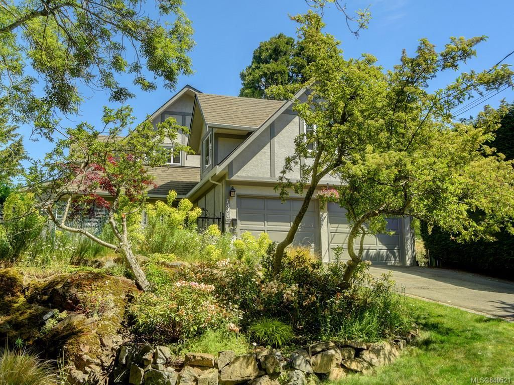 Main Photo: 1340 Manor Rd in Victoria: Vi Rockland House for sale : MLS®# 840521