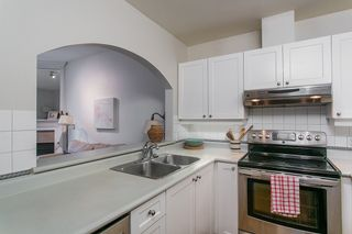 """Photo 8: 104 2588 ALDER Street in Vancouver: Fairview VW Condo for sale in """"BOLLERT PLACE"""" (Vancouver West)  : MLS®# R2158587"""