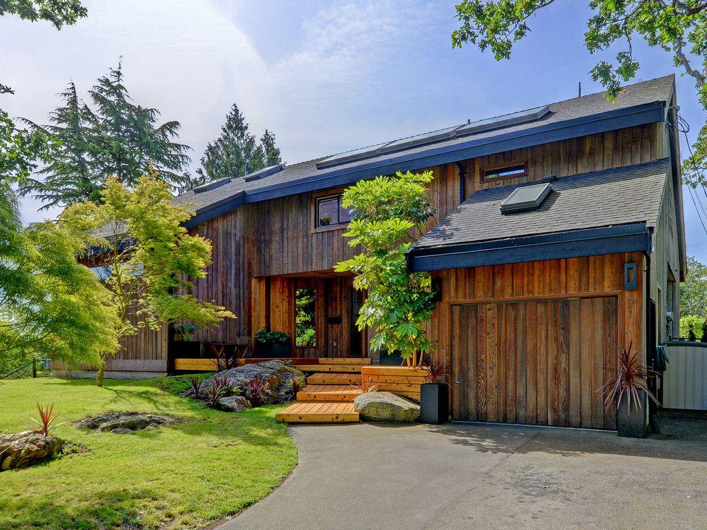 Main Photo: 3055 Valdez Pl in VICTORIA: OB Uplands House for sale (Oak Bay)  : MLS®# 700690