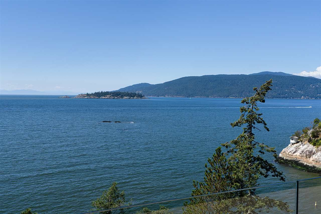 Photo 2: Photos: 5235 GULF Place in West Vancouver: Caulfeild House for sale : MLS®# R2498528