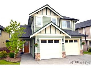 Photo 1: 3979 South Valley Dr in VICTORIA: SW Strawberry Vale House for sale (Saanich West)  : MLS®# 587012