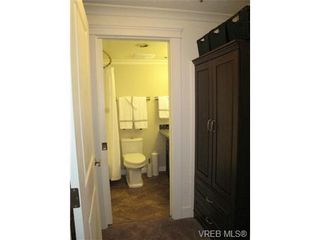 Photo 9: 111 1560 Hillside Ave in VICTORIA: Vi Oaklands Condo for sale (Victoria)  : MLS®# 682375