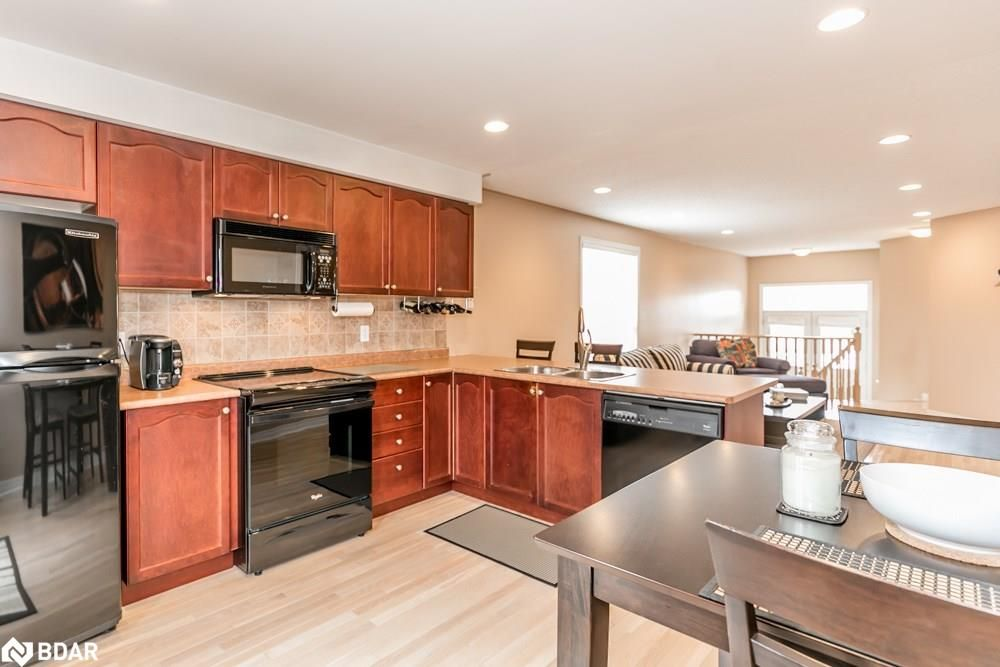 Photo 5: Photos: 28 KRAUS Road in Barrie: House for sale