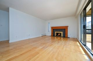 """Photo 3: 305 2424 CYPRESS Street in Vancouver: Kitsilano Condo for sale in """"CYPRESS PLACE"""" (Vancouver West)  : MLS®# R2572541"""