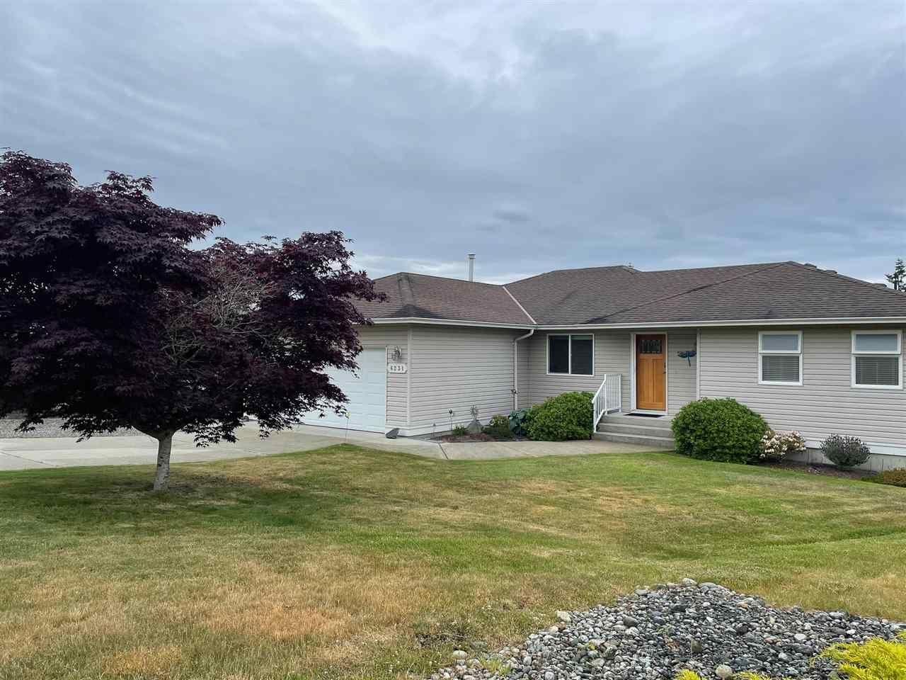 Main Photo: 6231 SUNRISE Boulevard in Sechelt: Sechelt District House for sale (Sunshine Coast)  : MLS®# R2589501
