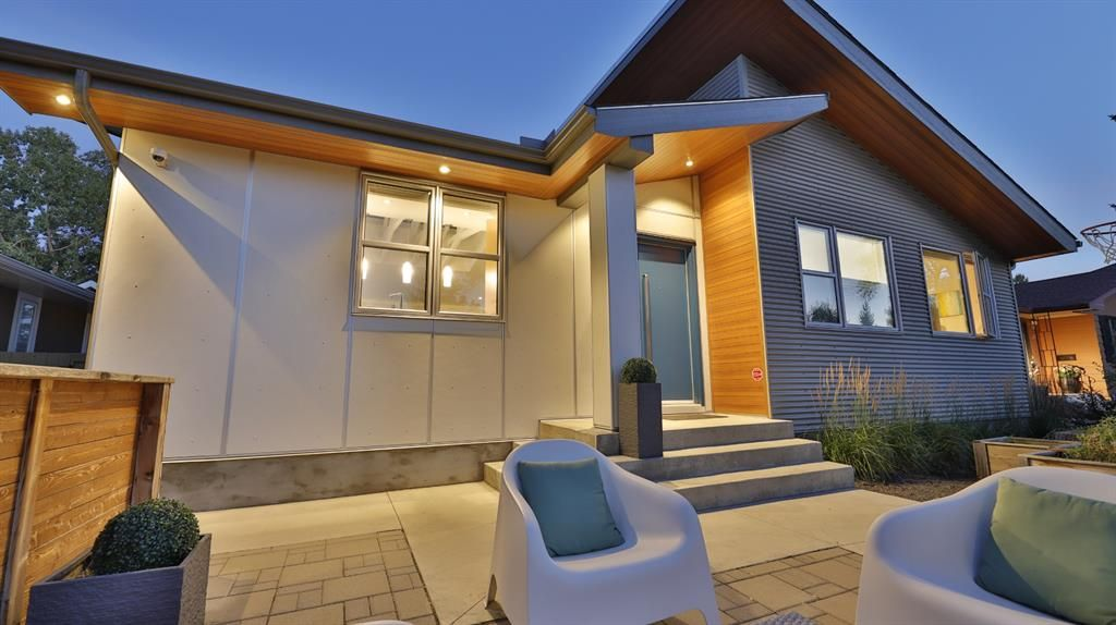 Main Photo: 27 Rosery Drive NW in Calgary: Rosemont Detached for sale : MLS®# A1144509
