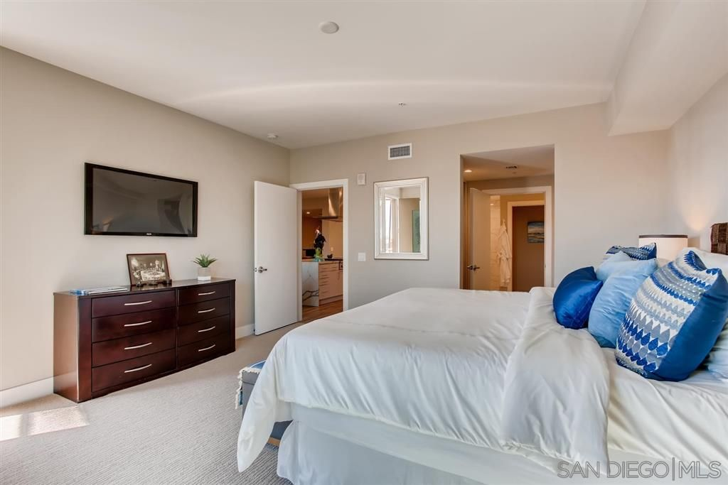 Photo 17: Photos: Condo for sale : 3 bedrooms : 3025 Byron St in San Diego