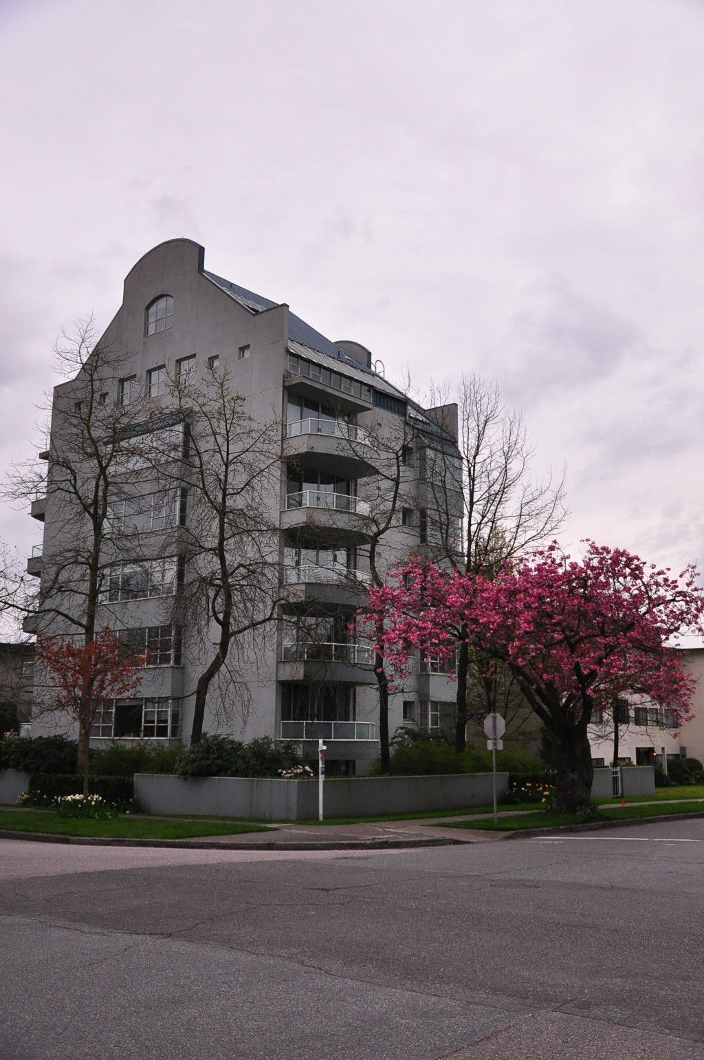 Main Photo: 7 5939 YEW Street in Vancouver: Kerrisdale Condo for sale (Vancouver West)  : MLS®# V1001376