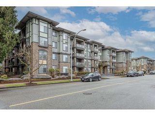"""Photo 3: 108 33338 MAYFAIR Avenue in Abbotsford: Central Abbotsford Condo for sale in """"The Sterling"""" : MLS®# R2558852"""