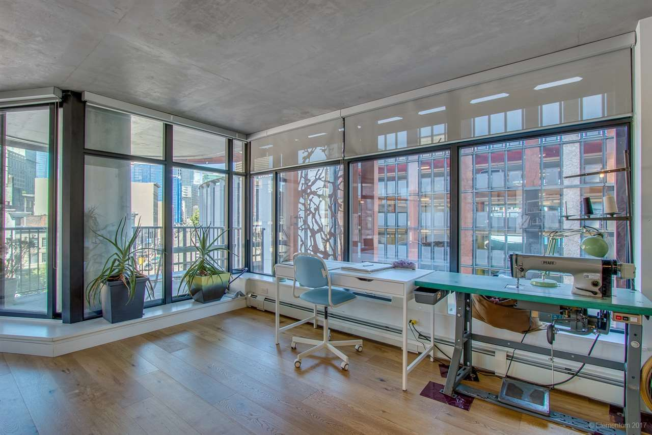"""Photo 3: Photos: 610 128 W CORDOVA Street in Vancouver: Downtown VW Condo for sale in """"WOODWARDS W43"""" (Vancouver West)  : MLS®# R2191922"""