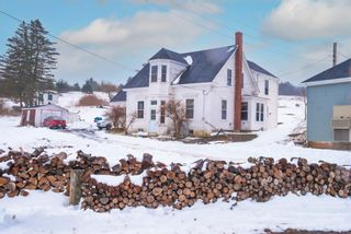 Photo 1: 19 Lower Lahave Road in Riverport: 405-Lunenburg County Residential for sale (South Shore)  : MLS®# 202102614