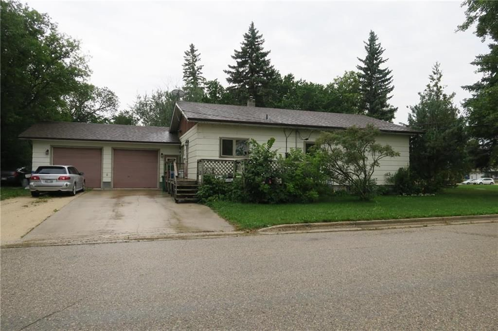 Main Photo: 527 Sabourin Street in St Pierre-Jolys: R17 Residential for sale : MLS®# 202121060