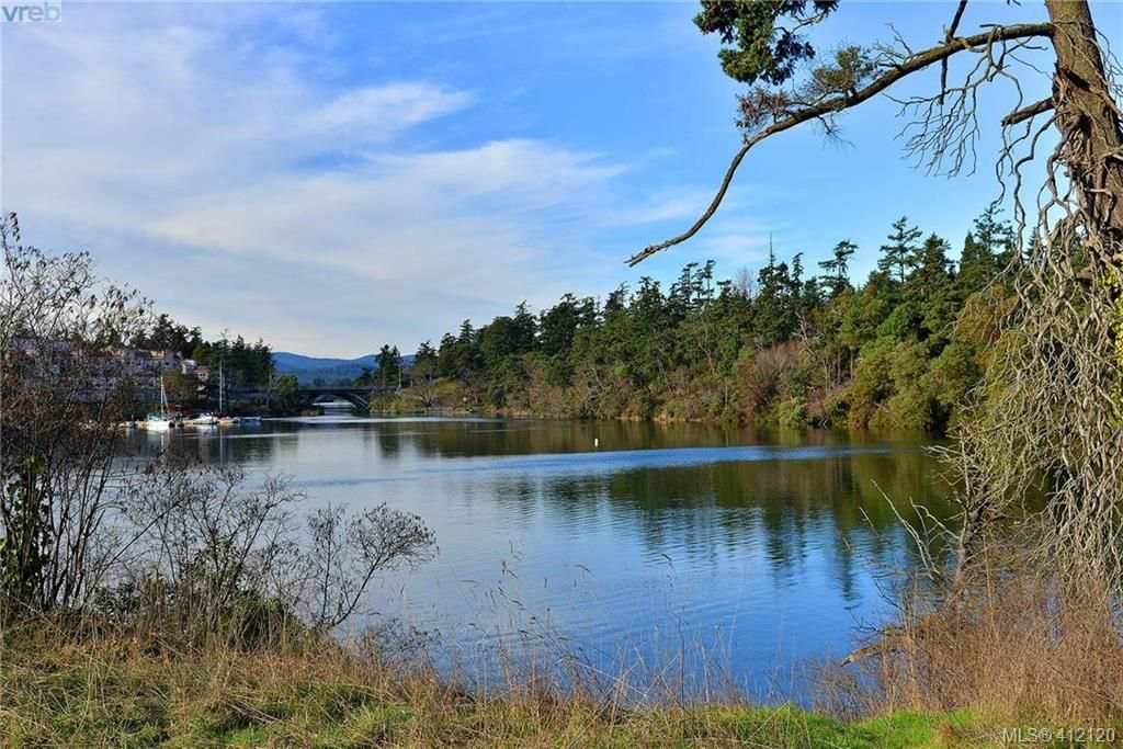 Main Photo: 206 69 W Gorge Rd in VICTORIA: SW Gorge Condo for sale (Saanich West)  : MLS®# 817103